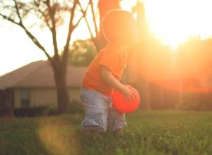 Quer um filho mais saudável? Deixe-o brincar ao ar livre