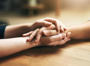Ajudar os outros tem este benefício para a saúde, diz a ciência