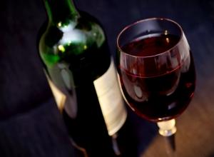 Novo estudo estabelece limite de três copos de vinho por semana
